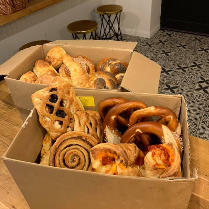 Szívmelengető sütemények – Példát mutat a diósdi pékség