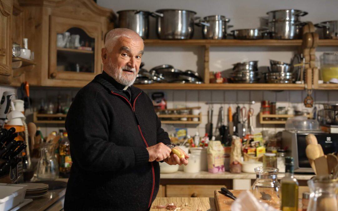 Így főznek a magyar katolikusok, így főz Kristóf atya – Könyvajánló